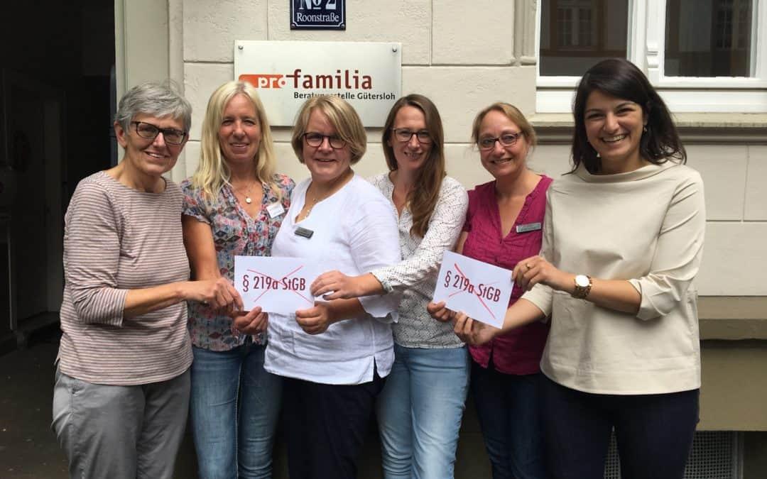 Pro Familia und Bundestagsabgeordnete für uneingeschränktes Recht auf Schwangerschaftsberatung